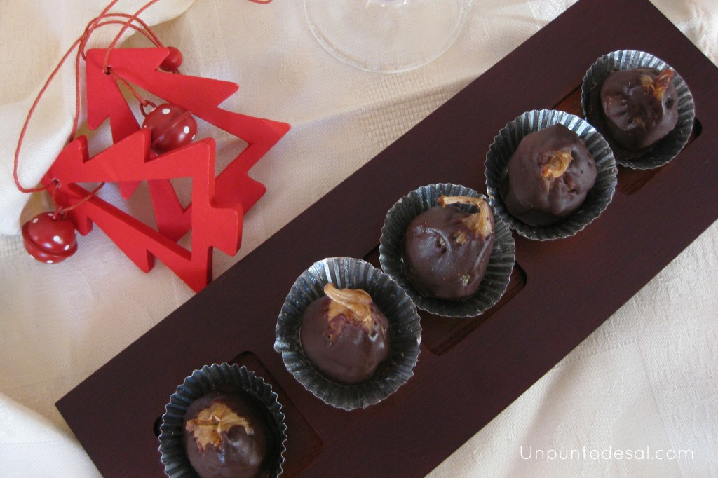 Higos rellenos de almendra y cubierto en chocolate