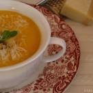 Crema de calabaza,zanahoria y rallado de parmesano